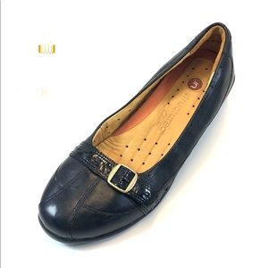 Clarks Shoes - Clark's Structure Black Leather Flats
